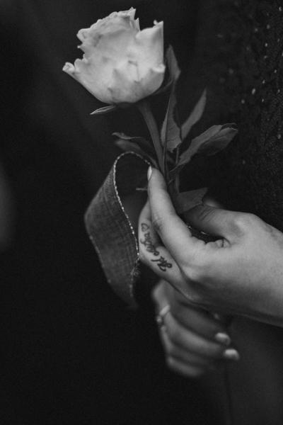 rose tatouage mariage cadillac maison des vins