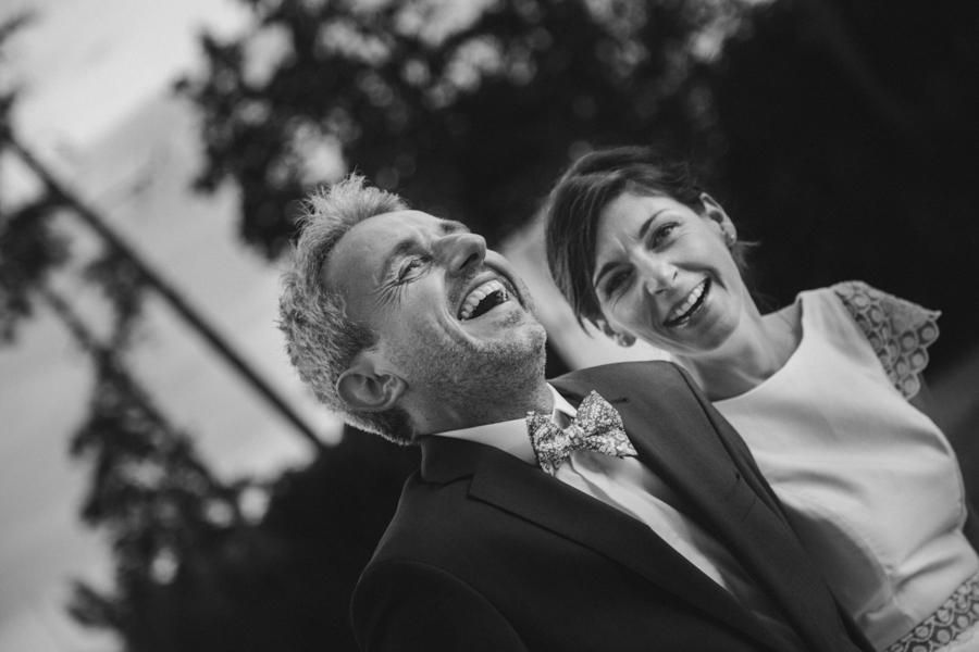 fou rire couple mariés