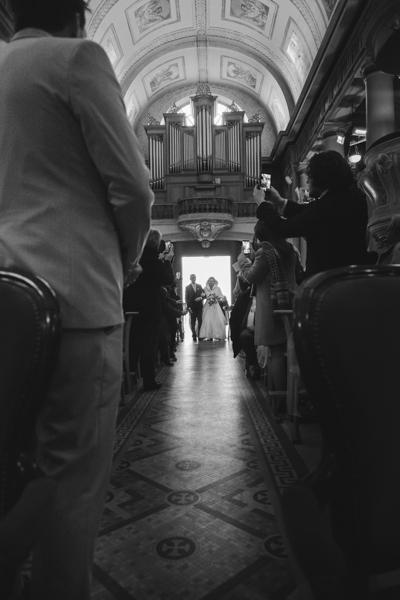 entrée église mariée papa